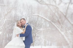 Amazing Wedding Photos in the Winter time